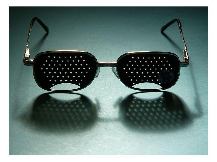 Как использовать перфорационные очки-тренажеры